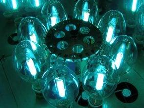 Approvisionnement des lampes pour enceintes de photovieillissement SEPAP 12.24